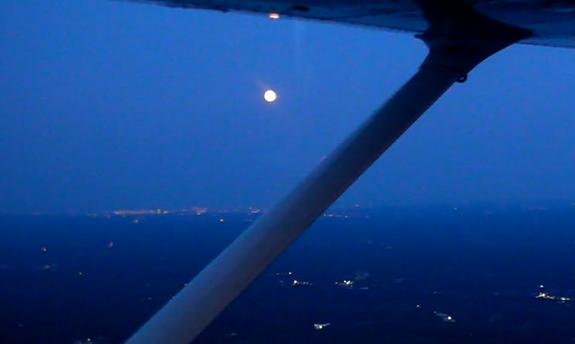 陈玉泉 Sabrina Yuquan Chen flight with sunset
